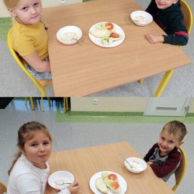 Dzieci z oddziału przedszkolnego podczas spożywania zdrowego posiłku