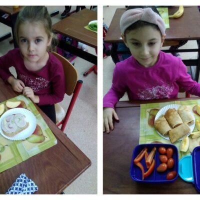 Dziewczynki podczas spożywania zdrowego posiłku