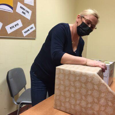 Pakowanie darów na Szlachetną Paczkę