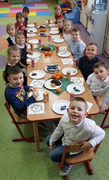 Dzieci z oddziału przedszkolnego podczas świątecznego spotkania