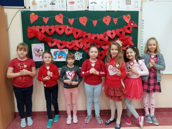 Uczniowie podczas Walentynek