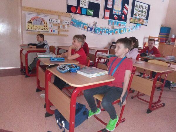 Dzieci podczas oglądania przedstawienia