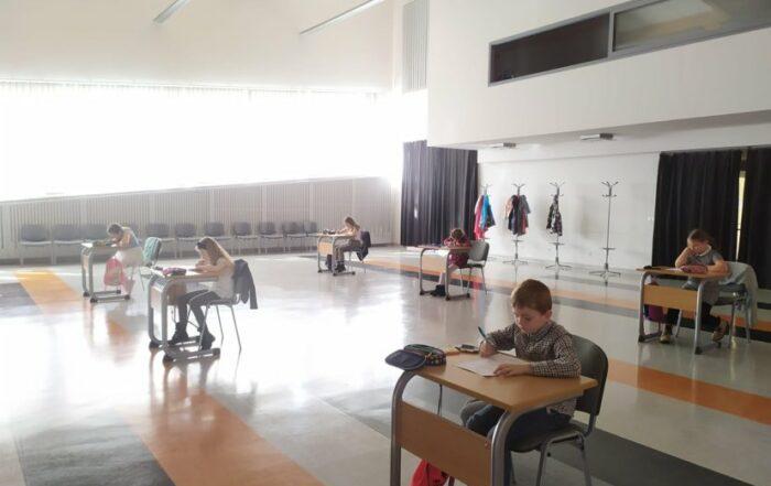 Uczniowie podczas rozwiązywania testu