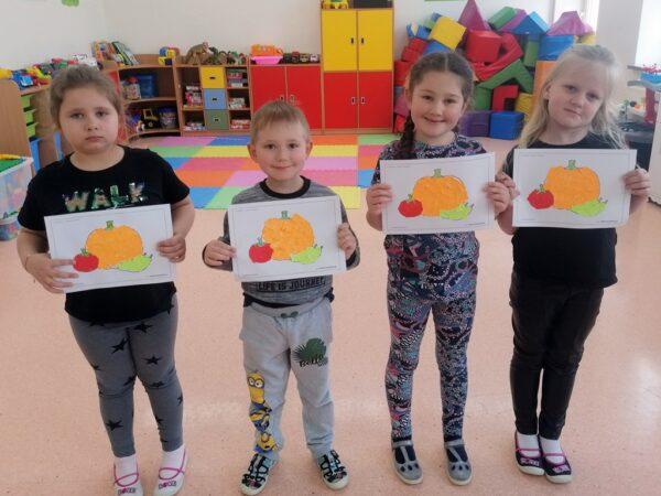Dzieci z pracą plastyczną Warzywa