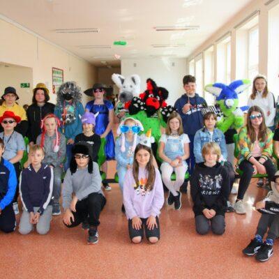 Klasa 4b podczas obchodów szkolnego Dnia Dziecka
