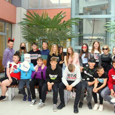 Klasa 7b podczas obchodów szkolnego Dnia Dziecka