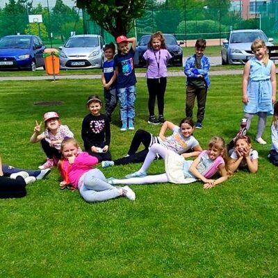 Uczniowie podczas obchodów Dnia Dziecka