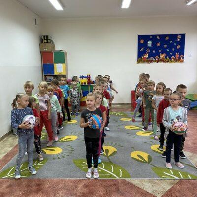 Przedszkolaki podczas zabaw w Dniu Przedszkolaka
