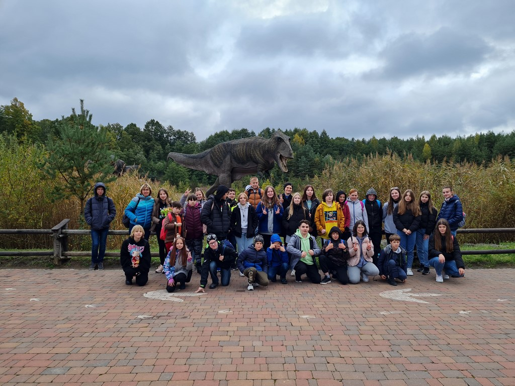 Uczniowie podczas wycieczki do Krasiejowa